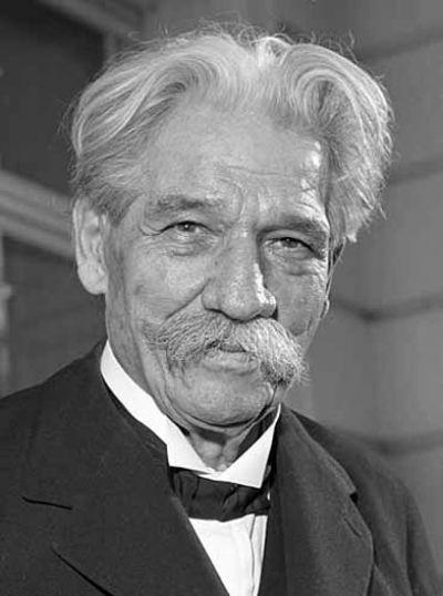 Albert_Schweitzer_1955_wikimedia